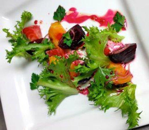 BREW Pub & Kitchen: Elegant Salad