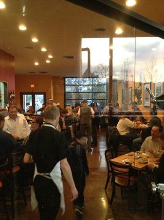 BREW Pub & Kitchen: Busy Night