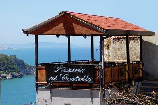 Locanda Al Castello: Pizzeria con vista mozza fiato, un sogno da vivere
