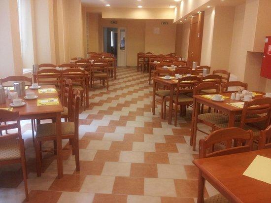 Six Inn Hotel Budapest: l'area ristoro
