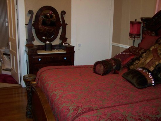 Victorian Mansion Bed & Breakfast: Bedroom in Suite Savannah