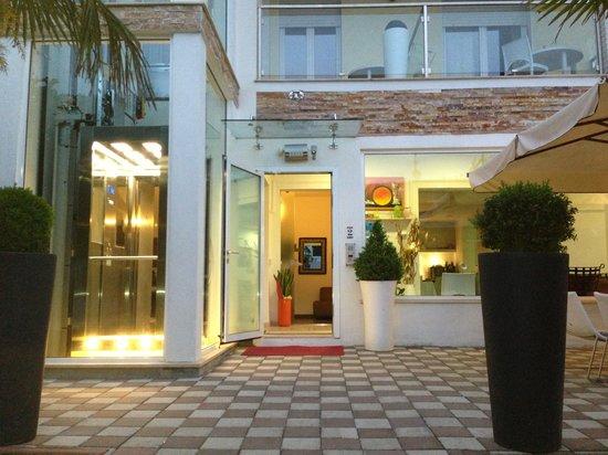 Albergo Villa Liliana: ingresso