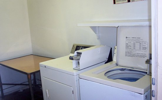 Americas Best Value Inn : guest laundry (1 of 2)