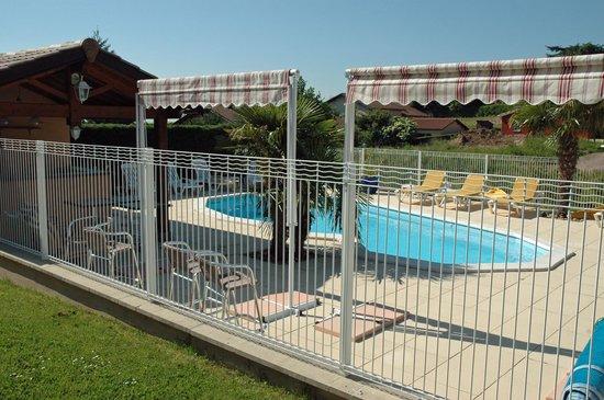 Hotel Des Grands Vins: Swimming pool