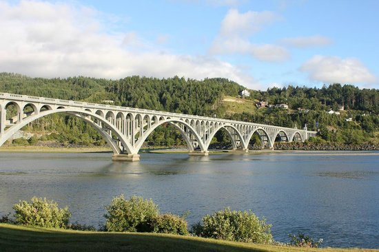 Jot's Resort: Bridge over the Rogue River