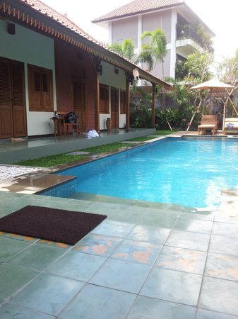 Accomodations and private pool between 3/bedroom villa