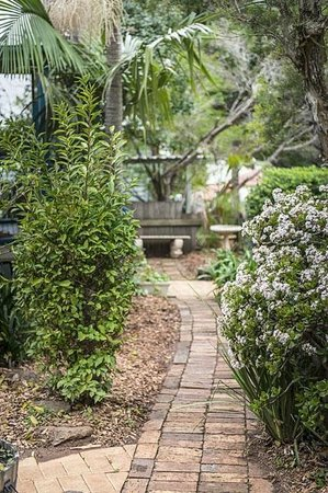 Banksia Cottage Path