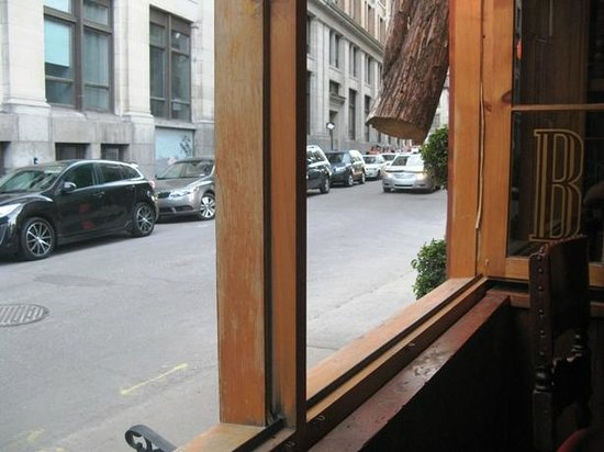 Bocata Restaurant Bar a Vin: Window seat looking out on Rue St Paul
