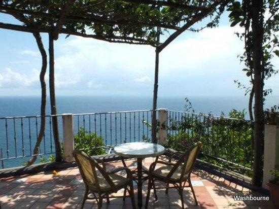 B&B Punta Civita: Terrace outside junior suite