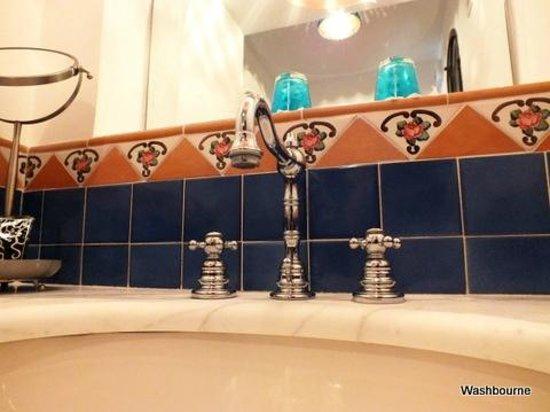 B&B Punta Civita: bathroom-Junior suite