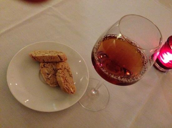 Tigelleria Ristorante: Vin Santo e biscotti