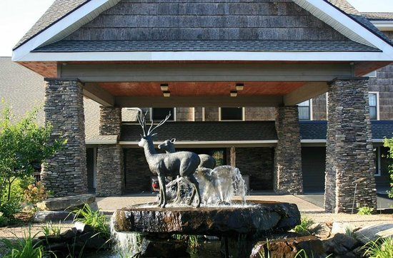 LaQuinta Inn & Suites Boone: The hotel entrance features a fountain. This area is shared with an adjoining hotel.