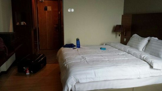Aroma Hotel: the room on 15th floor with double bed