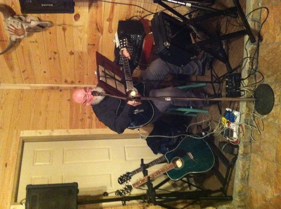 The Hideaway Ranch & Retreat : Live music at Silver Dollar Steakhouse