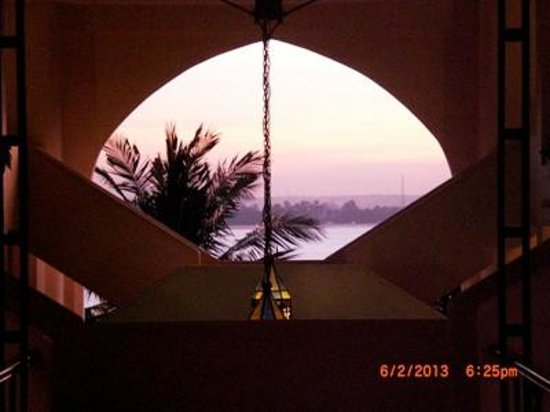 Hotel Slipway: sunset on the Indian Ocean from the upper level of the Souk