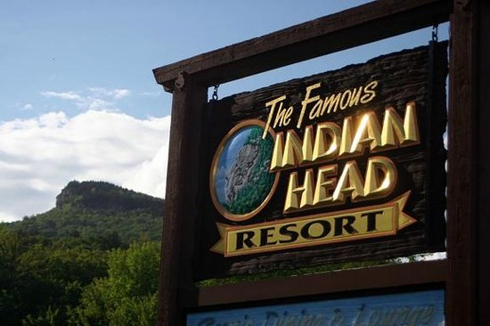 Indian Head Resort: Main sign and profile of Idian Head to left