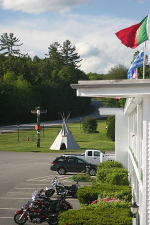 Indian Head Resort : View north to Franconia Notch