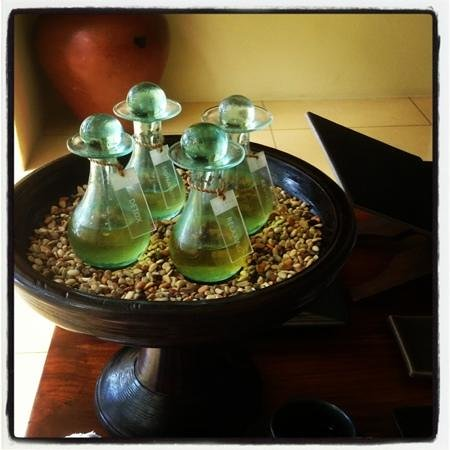 Spa Alila Manggis : Our choice of oil blends on arriving...