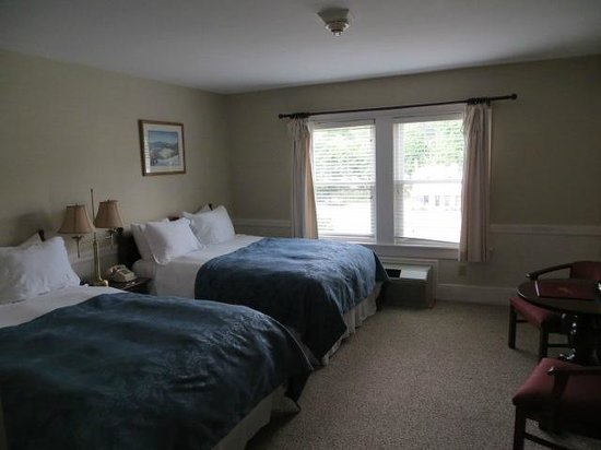 Eastern Slope Inn: newly remodeled room 225 bedroom and bath, goes with room 227 as a 1 bedroom connected unit
