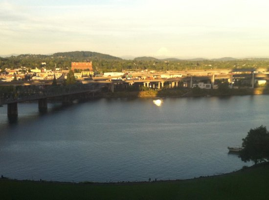 Portland Marriott Downtown Waterfront: Great river views from certain rooms!