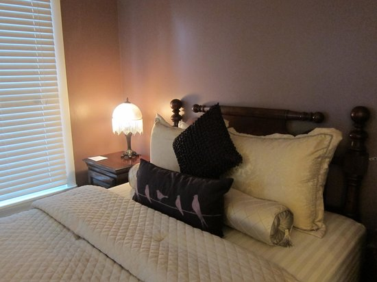 Agustin Inn: Bed