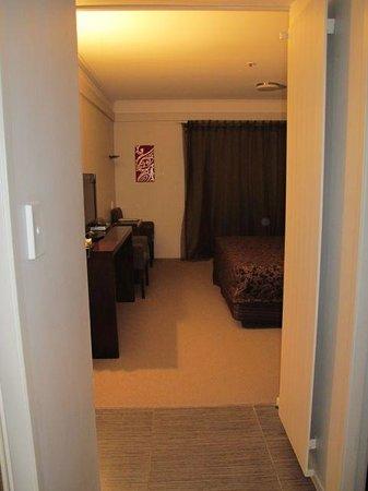 Apollo Hotel Rotorua : Entering the room