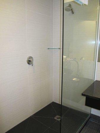Apollo Hotel Rotorua : Shower