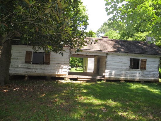 Pond Spring The General Joe Wheeler Home : outside view of slave house