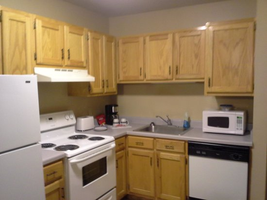 Magnolia Garden Inn & Suites: kitchen