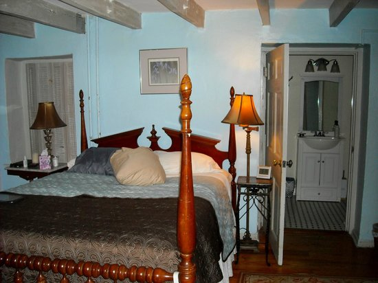 Briar Patch Bed & Breakfast: Part of our room and bathroom