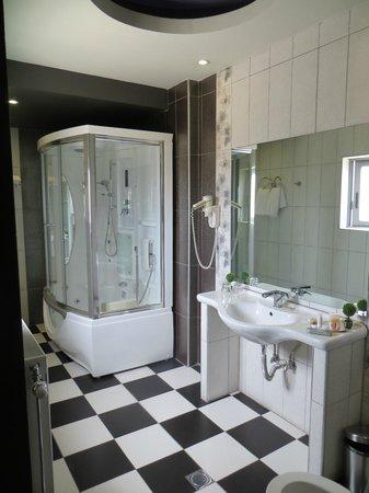 Ξενοδοχείο Άρεως: Bathroom of the top floor suite