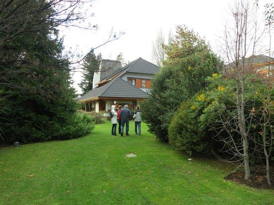 Antares Patagonia Suites & Eventos: jardim do hotel