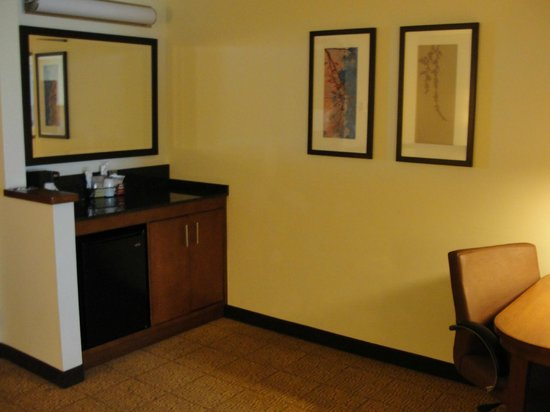 Hyatt Place Salt Lake City Airport : Suite mini-bar