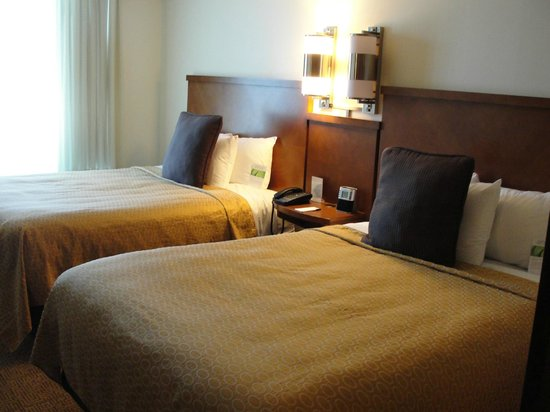 Hyatt Place Salt Lake City Airport: Suite bed area
