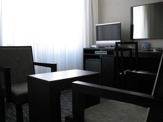 Kokusai 21 Hotel: 無駄のないシンプルスタイリッシュな空間