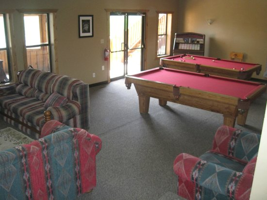 Rockin' R Ranch: Pool tables and a TV to watch a movie