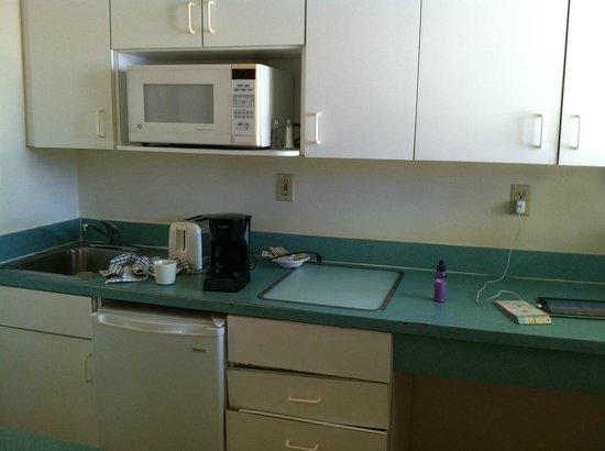 Silver Sands Beach Resort : Kitchen, garden view room