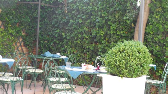 Casa Rezzonico: The courtyard where we enjoyed breakfast.