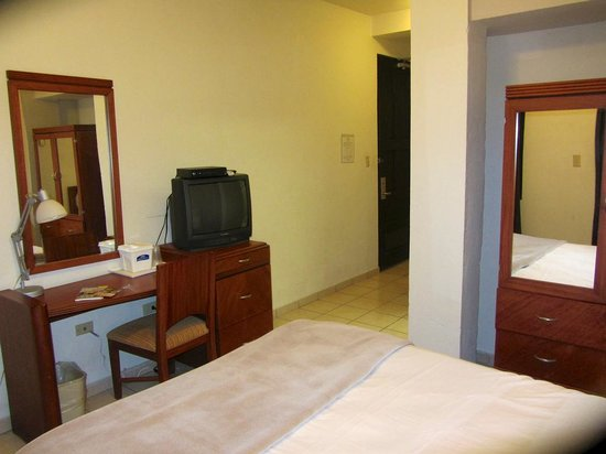 Hotel Plaza De Armas Old San Juan: queen suite on 4th floor