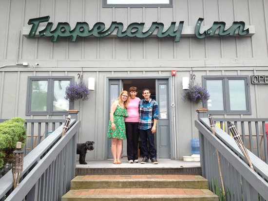 Kenny's Tipperary Inn: Hanging with Onja (and the doggy)
