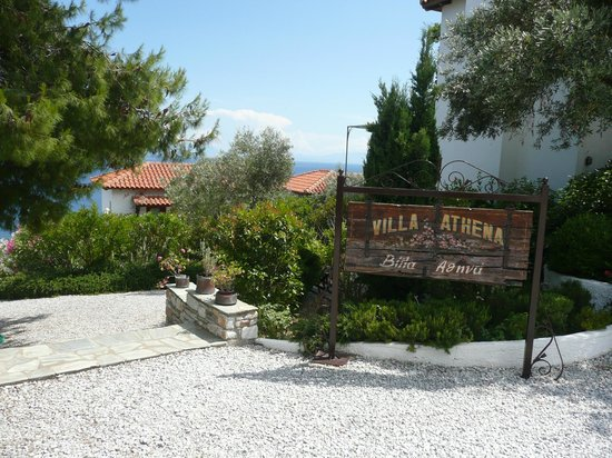 Villa Athena: Entrance to Villas