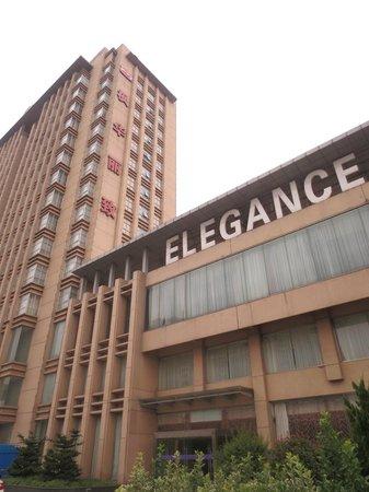 Elegance Hotel: Exterior