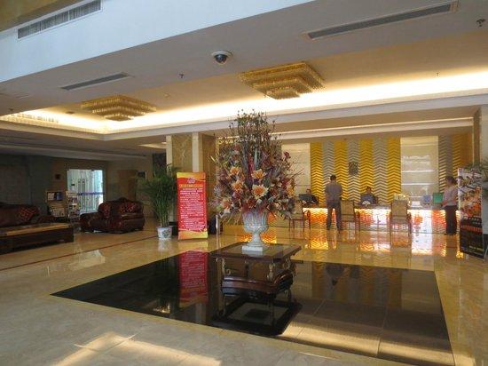 Elegance Hotel: Lobby