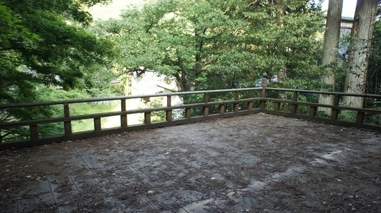 Tokoin Seisuiji Temple: 救世殿舞台