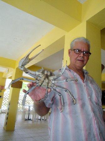 Tito Bloque con un enorme juey