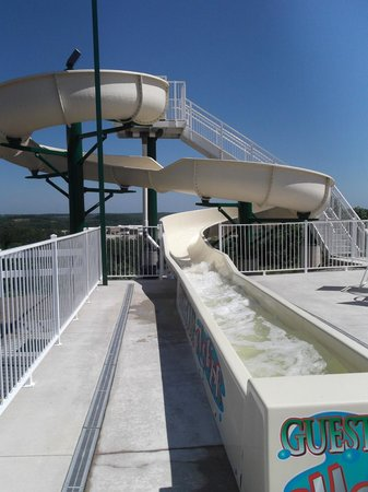 LakeHouse Hotel: Water slide at the outdoor pool