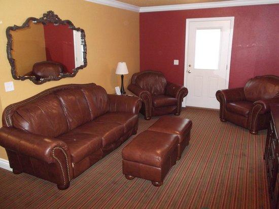 LakeHouse Hotel : Suite livingroom