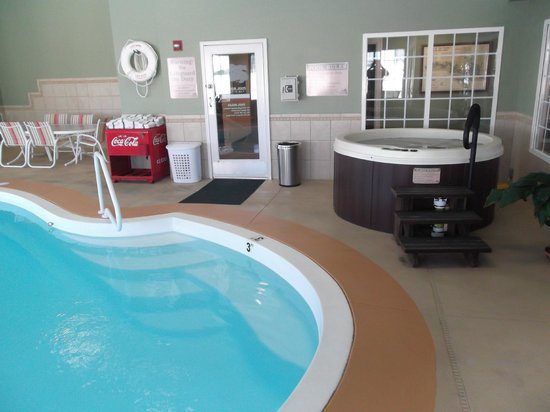 LakeHouse Hotel : Two hot tubs