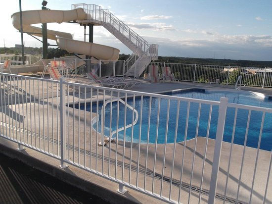 LakeHouse Hotel: Outdoor pool