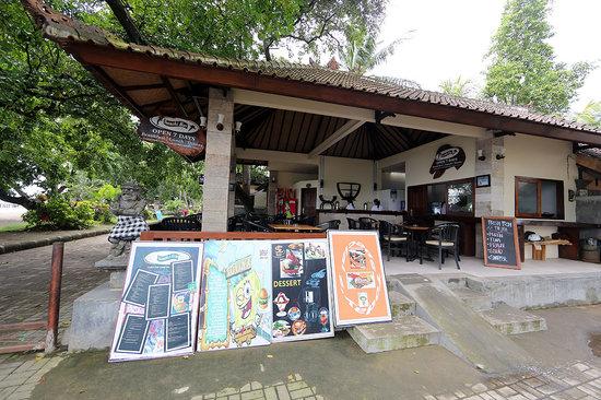 Santhi Bar: a shady oasis